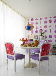 Doug and Gene Meyers exquisite dining room . Love the colours and the lamp !