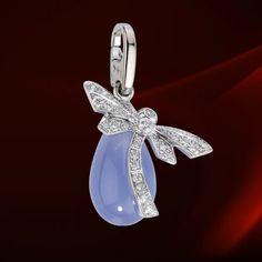 Cartier Dragonfly Charm.  White gold, diamonds, chalcedony.  #jewellery #jewelry