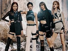Smashing records around the globe, BLACKPINK have quickly become the biggest K-Pop group on the planet. Here are ten things you need to know about them. Blackpink Jisoo, Blackpink Fashion, Sport Fashion, Korean Fashion, Winter Fashion, Fashion Tips, Girls Generation, South Korean Girls, Korean Girl Groups