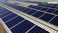 Vista laterale delle nuove coperture e dei moduli fotovoltaici.