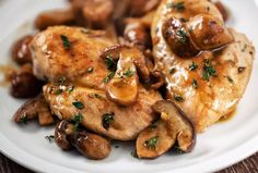 Balsamic Chicken with Mushrooms - Recipes for Healthy Living by the American Diabetes Association® Slow Cooker Huhn, Slow Cooker Recipes, Cooking Recipes, Healthy Recipes, Healthy Foods, Healthy Life, Balsamic Chicken, Garlic Chicken, Balsamic Vinegar