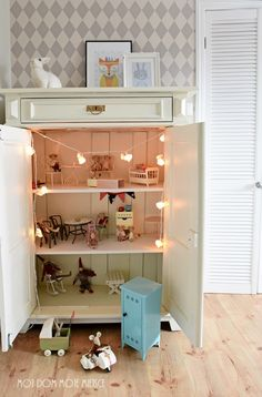 Mój dom - Moje miejsce: w pokoju Hani .. Maileg mouse house in a child's cabinet. Woodland rabbit party string lights by dotcomgiftshop. Rabbit lamp from Egmont Toys.