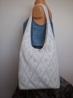 Hello,  I found this pattern for a really nice and versatile purse or bag a while ago. I have to admit, I can't remember where. I will be ...