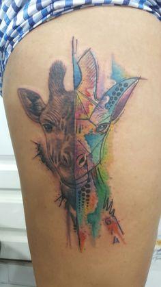 Tatuaje jirafa realismo/watercolor por Tato Castro