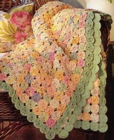 Yo yo quilt tutorial.  I have GOT to do something with all the yo yo's I have made -