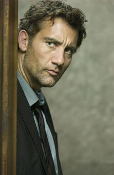Clive Owen http://cdn.bloody-disgusting.com/wp-content/uploads/2012/08/Clive-Owen.jpg