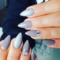 Gel Polish London Bridge by Indigo Educator Renata Mastalska #nails #nail #grey #indigo #autumn #fall #glitter #silver #nailart