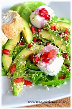 ein toller, gesunder Superfood Salat mit Ziegenkäse, Goji-Beeren, Granatapfel und Amaranth #Rezept #Küchenplausch #Superfood #Salat