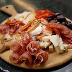 Plateau de viandes et fromages. Tentation...