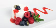 Panna Cotta, Strawberry, Fruit, Ethnic Recipes, Food, Home, Strawberry Fruit, Hoods, Meals