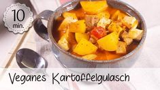 Veganes Kartoffelgulasch mit Räuchertofu - Rezept von 5 Minute Recipes Junk Food, Check Up, Pot Roast, Thai Red Curry, Cantaloupe, Sweet Potato, Potatoes, Fruit, Vegetables