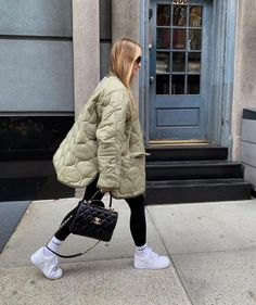 Autumn Winter Fashion, Spring Fashion, Girl Fashion, Fashion Outfits, Winter Style, How To Wear Leggings, Looks Street Style, Sporty Look, Quilted Jacket
