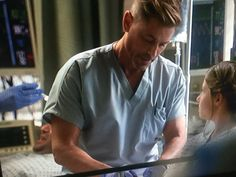 HUBBA HUBBA: Rob Lowe on Code Black! He's the new Dr McDreamalicious!!!! Check out those guns!!!