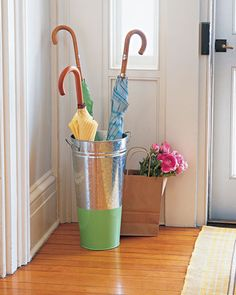 Transform a flower bucket into an umbrella stand!  Add some paint at the bottom and you have a creative and simple #DIY project!