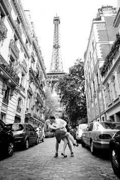 """The Tour Eiffel is genuinely a symbol of Paris. It is the most recognizable function of the city and, in fact, the world. Located in the arrondissement, the Eiffel Tower was a marvel of """"contemporary"""" engineering. Tour Eiffel, Torre Eiffel Paris, Paris Engagement Photos, Engagement Shoots, Country Engagement, Fall Engagement, Engagement Pictures, Wedding Photography Tips, Paris Photography"""