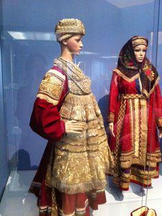 Novgorod costume, Russians, 19 cent, Russian museum