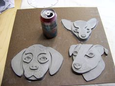 It& a puggle (designer dog – pug and beagle) and a Jack Russel and a Chihuahua at the top. Clay Projects For Kids, Kids Clay, Art Projects, Clay Art For Kids, Pottery Animals, Ceramic Animals, Clay Animals, Ceramic Clay, Ceramic Pottery