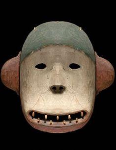 Do not be afraid! The Himalayan Crawdad monkey mask is just a mask! Arte Tribal, Tribal Art, African Masks, African Art, Native Art, Native American Art, Bear Mask, Monkey Mask, Art Premier