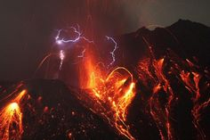 Wow a volcano that causes lightning
