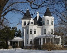 The Patten House, a beautiful Queen Anne Mansion located in Palatine, Illinois. Victorian Architecture, Beautiful Architecture, Beautiful Buildings, Beautiful Homes, Classic Architecture, Abandoned Houses, Old Houses, Huge Houses, Farm Houses