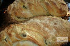 Így készül a házi ciabatta Hozzávalók  4 és 1/2 bögre/cups finomliszt, kb. 60 dkg  2 teáskanál só  2 teáskanál szobahőmérsékletű élesztő  2 bögre melegvíz  olívaolaj az edénybe Ciabatta, Naan, Bruschetta, Bread Recipes, Cake Recipes, Quiche Muffins, Hungarian Recipes, How To Make Bread, Baked Goods