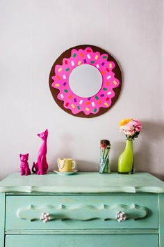 DIY donut mirror! (click through for instructions)-sorry for all these, I guess I'm hungry for donuts!