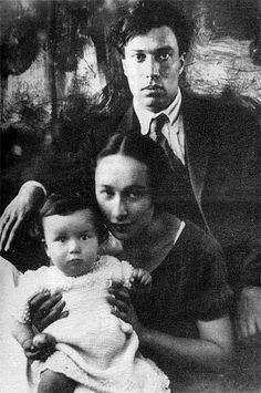 Evguénia Lourié,  Boris Pasternak et leur fils Evgueni ( Génia) à Leningrad. 1924