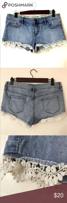 Roxy denim lace shorts Size 9 Festival Boho Roxy denim lacey hem shorts Size 9 Gently owned Please check out the rest of my store and feel free to ask any questions. Bundle up. Make me offers 💋Cammie Roxy Shorts Jean Shorts
