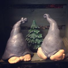 Most recent Photo funny clay ornaments Suggestions Luvnissar…giant gnome hat but would be really funny with a mushroom top and Jose sticking out too Slab Pottery, Ceramic Pottery, Clay Projects, Clay Crafts, Clay Ornaments, Funny Ornaments, Ornaments Ideas, Gnome Hat, Polymer Clay Christmas
