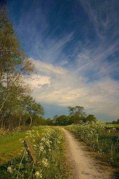 Let's walk . Landscape Photos, Landscape Paintings, Landscape Photography, Nature Photography, Beautiful World, Beautiful Places, Beautiful Pictures, Country Scenes, Jolie Photo