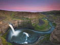 Palouse Falls, Washington, USA, 46° 39′ 49″ N, 118° 13′ 25″ W  The Palouse Falls lies on the Palouse River, about 4 mi (6.4 km) upstream of the confluence with the Snake River in southeast Washington, United States. The falls are 200 ft (61 m) in height. The falls consists of an upper falls with a drop of ~20 feet (6.1 m) which lies 1,000 feet (300 m) north northwest of the main drop, and a lower falls, with a drop of ~180 feet (55 m).