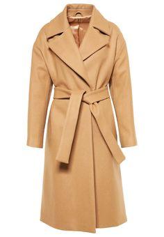 Shop Women's Max Mara Long coats on Lyst. Track over 2620 Max Mara Long coats for stock and sale updates. Long Beige Coat, Max Mara Coat, Mantel Beige, Camel Coat Outfit, Mode Mantel, Coats For Women, Clothes For Women, Langer Mantel, Oversized Coat
