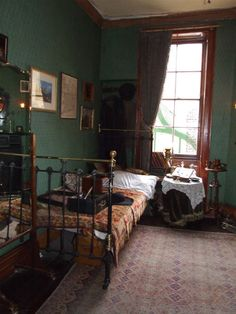 The house was arranged as described in Doyle& stories after original drawings made at the time of publication of texts by Sidney Paget& famous and . Victorian Bedroom, Bedroom Vintage, 1920s Bedroom, Interior Exterior, Interior Design, Interior Livingroom, Shelves In Bedroom, Home And Deco, My New Room