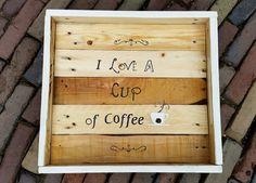 Groot vierkant dienblad gemaakt van sloophout met de tekst I love a cup of coffee. De afmetingen zijn 43,5 x 40,5 x 7,5. Het dienblad is van hout en daardoor wat zwaarder.  http://www.yomesieraden.nl/yome-home/dienblad-coffee.html