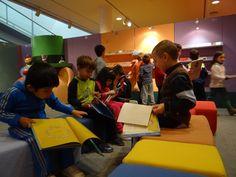 Colegio Santa Catalina. 3º de Educación Infantil (B). Hacer Escuela: El mundo de los cuentos    Fotografías realizadas a los grupos escolares y a los alumnos que han visitado la exposición.