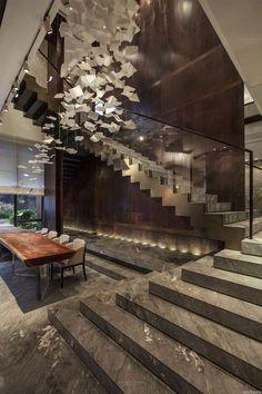 Staircase Design Modern Luxury Homes Apartment Interior Design, Luxury Interior Design, Luxury Home Decor, Interior Architecture, Stairs Architecture, Beautiful Architecture, Interior Doors, Apartment Ideas, Luxury Chandelier