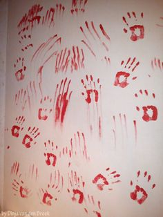 Horror Halloween Wall   Bloody Hands   •  Make wallpaper / a wall painting in under 10 minutes