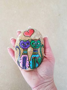 Cat Wedding, Wedding Gifts, Pet Rocks, Stone Art, Couple Gifts, Rock Painting, Painted Rocks, Lily, Craft Ideas