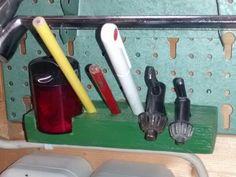 Anspitzer, Bleistifte, Bohrmaschinenschlüssel - alles was ich sonst immer suchen musste, hängt nun griffbereit an meiner Werkzeugwand.
