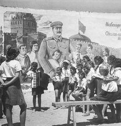 Пионерская песня 1951 Халдей Евгений
