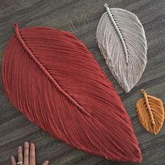 Macrame Wall Hanging Diy, Macrame Art, Macrame Design, Macrame Projects, Macrame Knots, Art Macramé, Yarn Crafts, Diy Crafts, Macrame Patterns