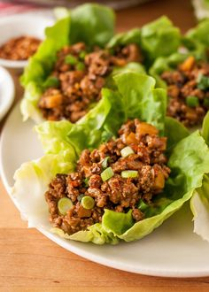 How To Make Chicken Lettuce Wraps - Recipe; After the previous two recipes I've pinned were a miss, this looks like it will win. The only thing it is missing is basil to finish the dish. Definitely lean towards 5 TBS Hoisin Sauce. Sauce Hoisin, Spicy Sauce, Hot Sauce, Sriracha Sauce, Lettuce Wrap Recipes, Lettuce Wraps, Veggie Wraps, Salat Wraps, Chicken Lettuce Cups