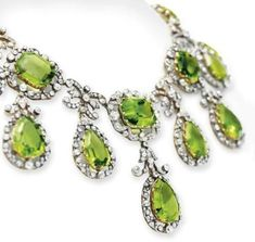 Close up Silver-Topped Gold, Peridot & Diamond Necklace Set with Victorian Jewelry, Antique Jewelry, Vintage Jewelry, Peridot Jewelry, Peridot Necklace, Diamond Necklace Set, Antique Necklace, Or Antique, Necklace Designs