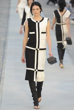 Chanel Resort 2012 Fashion Show - Kinga Rajzak