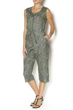 Linen-like printed jumpsuit with a cropped leg. Such a great weekend look with sandals and a bucket bag.