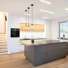 Neue Küche DA Modern gray kitchen with island Laser carpentry & kitchen studio Things to Know About Kitchen Island Storage, Farmhouse Kitchen Island, Kitchen Island Decor, Modern Kitchen Island, Small Space Kitchen, Kitchen Room Design, Studio Kitchen, Kitchen Island Lighting, Kitchen Layout
