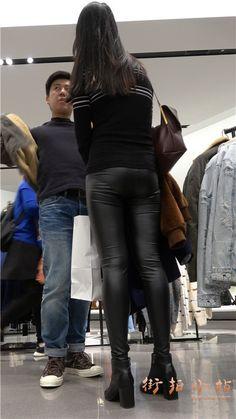 4k-超紧身皮裤街拍秀丽小姐姐美女第一集 街拍小站 Lederhosen, Leather Pants, Asian, Outfits, Leather Jogger Pants, Suits, Leather Leggings, Kleding, Outfit