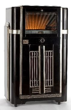 Art Decó Seeburg Symphonola Juke Box (c.1940) black lacquer and silvered case