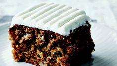 """Gulerodskage er en ægte café-klassiker. Her får du opskriften på gulerodskage fra Morten Heibergs bog """"Heibergs søde tand"""" Danish Dessert, Danish Food, Sticky Buns, Sweets Cake, Small Cake, Cake Toppings, Bakery, Deserts, Ice Cream"""