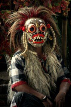 Bali - looks like Princess Mononoke Living Puppets, Cultures Du Monde, Arte Tribal, Indonesian Art, Beautiful Mask, Masks Art, Tribal Fashion, Headgear, African Art